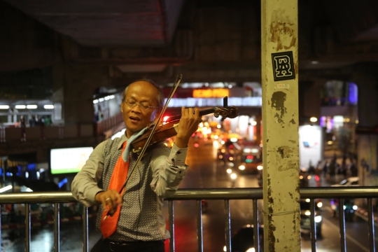 violin on a metro skywalk